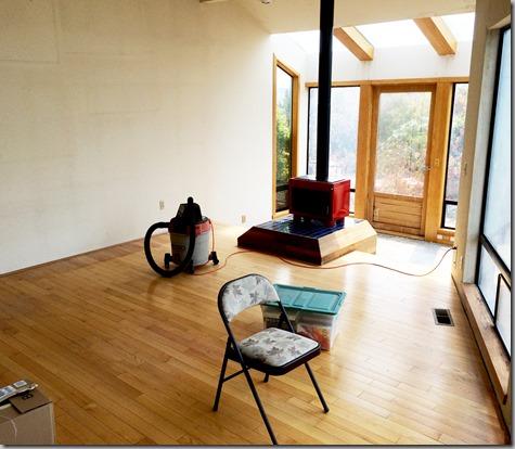 Empty Des Moines Living Room 8-12-15